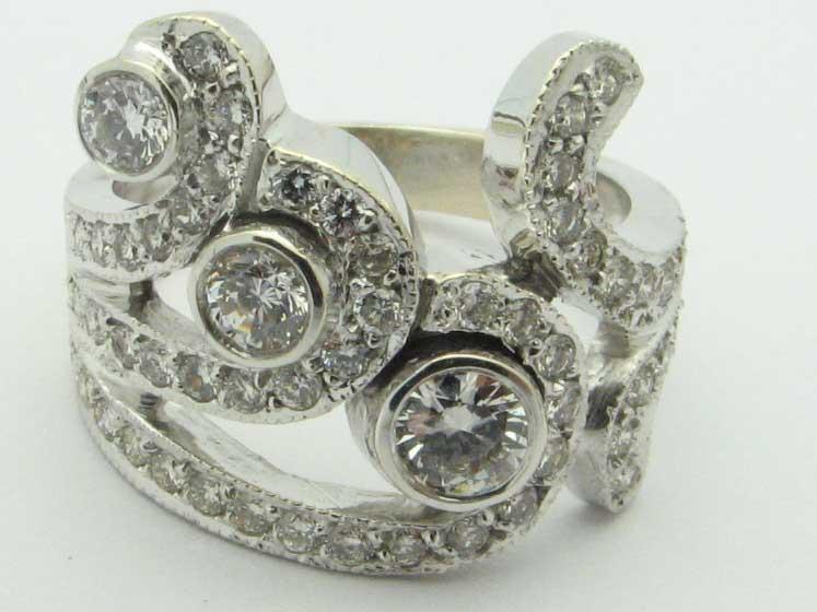 10027 14K WHITE GOLD CURVE DIAMOND RING