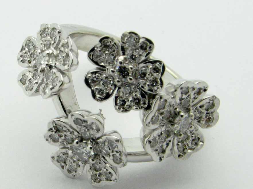 10030 14K WHITE GOLD DIAMOND FLOWERS RING