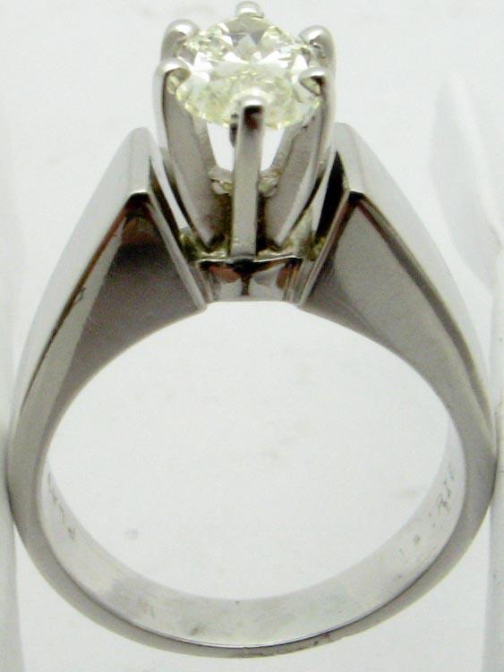 11186 PLATINUM PEAR SOLITAIR DIAMOND RING
