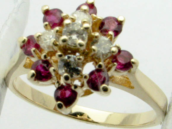 11325 14K YELLOW GOLD DIAMONDS AND RUBY RING