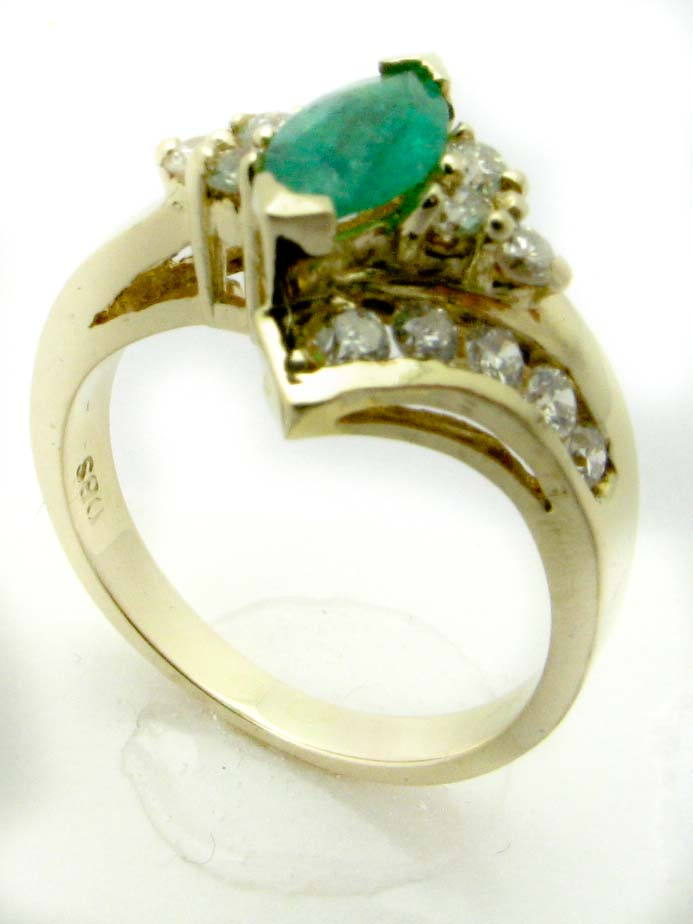 11331 14K YELLOW GOLD  DIAMOND AND EMERALD RING