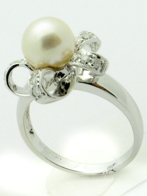 11333 14K WHITE GOLD LADIES DIAMOND AND PEARL RING