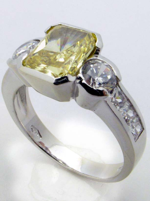 11337 18K WHITE GOLD CUBIC ZERCONIA RING