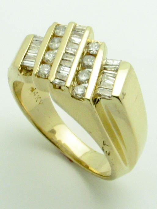 11552 14K YELLOW GOLD DIAMOND RING