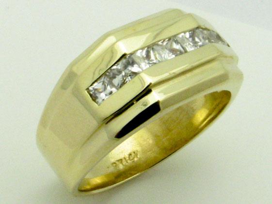 11581 14K YELLOW GOLD CUBIC ZERCONIA RING