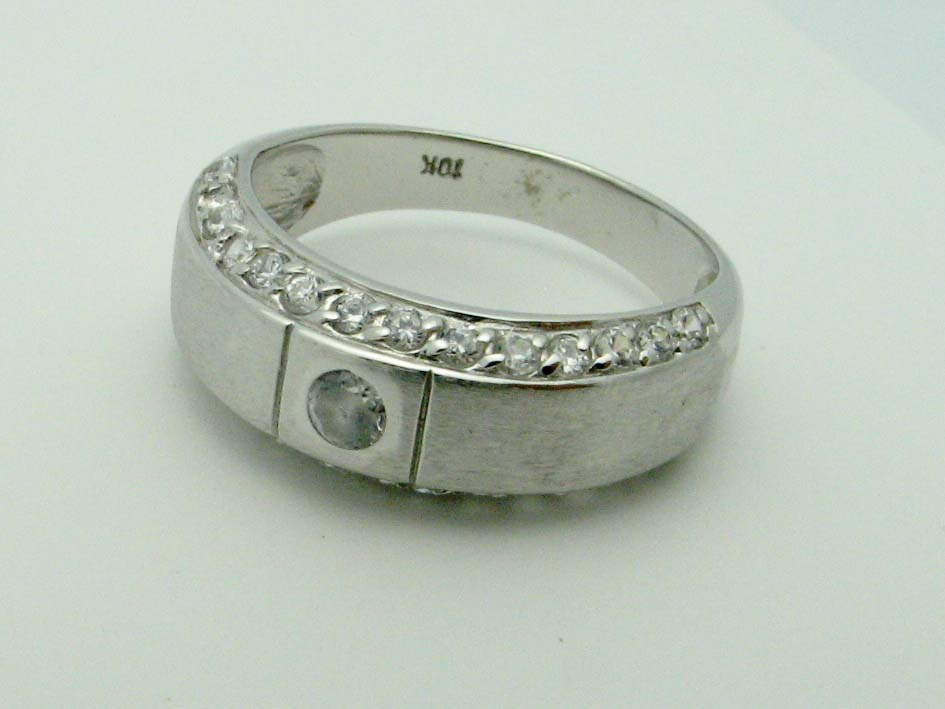 11621 10K WHITE GOLD CUBIC ZERCONIA RING