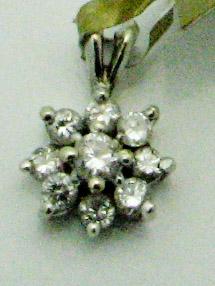 11730 14K WHITE GOLD DIAMOND FLOWER PENDANT